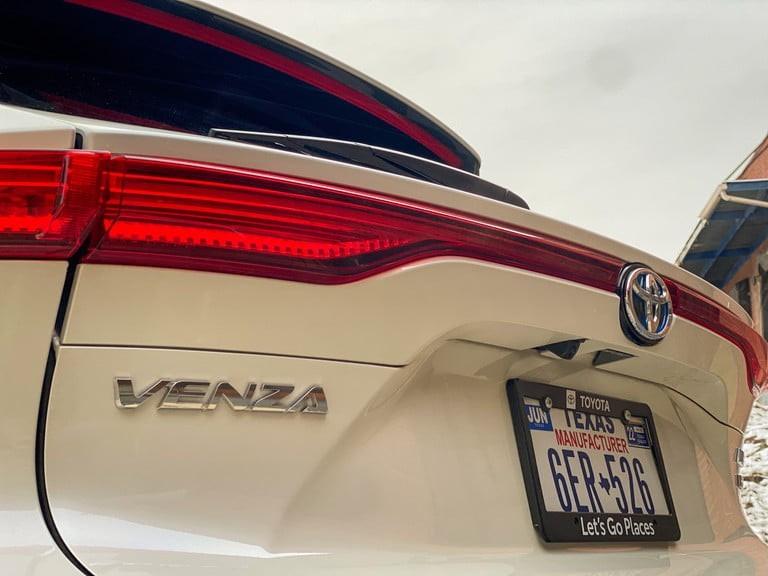 صور سيارة تويوتا فينزا